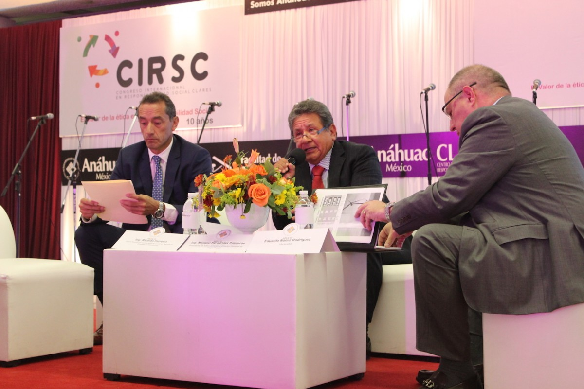 Mariano Hernandez Palmeros analyzed the current and future energy challenges in Mexico and the world